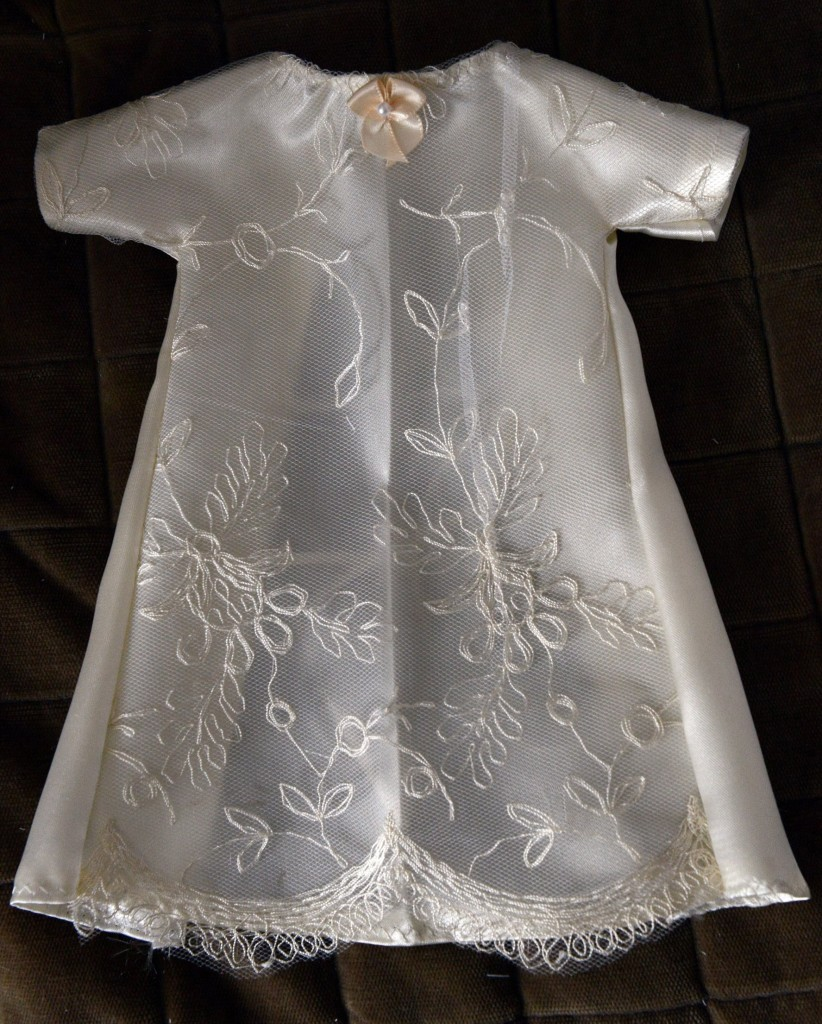 Nurse repurposes wedding gowns for baby \'angels\' | The Columbian
