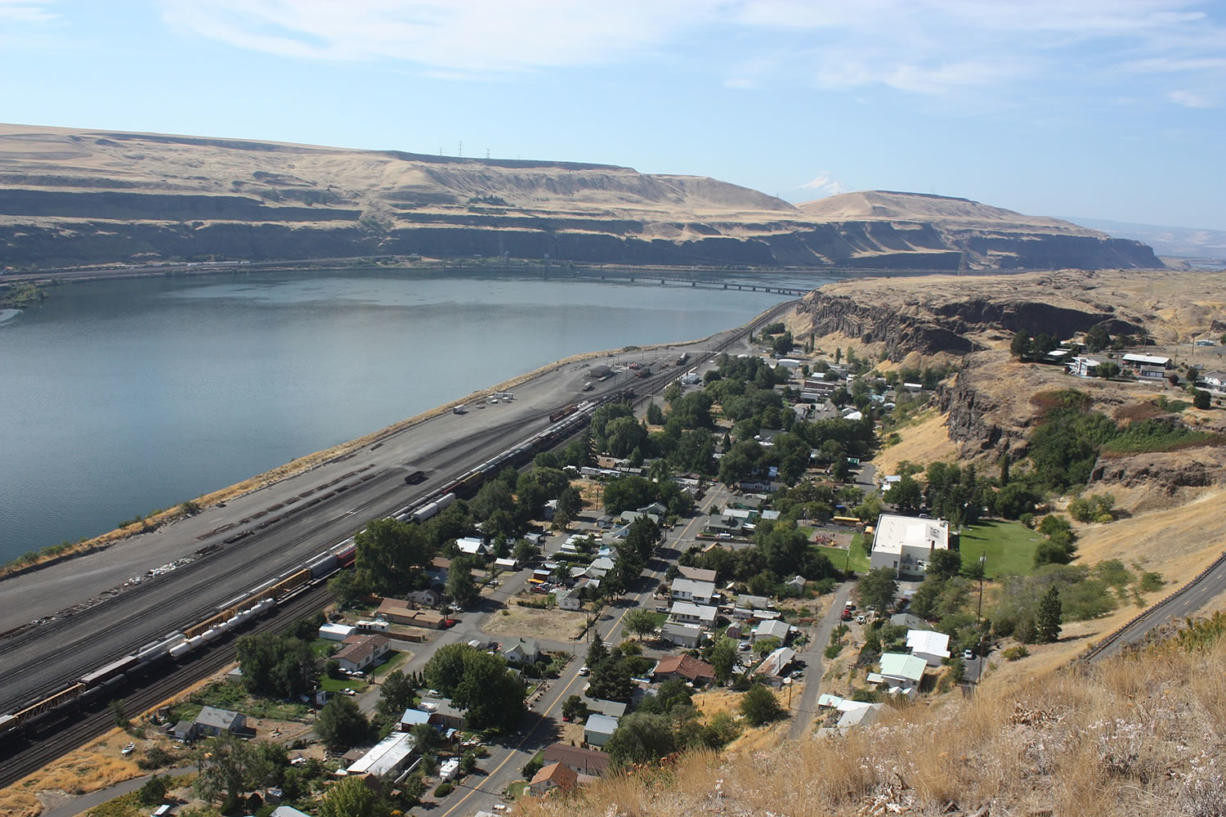The town of Wishram along the Columbia River, with the railroad bridge linking Oregon and Washington in the background.