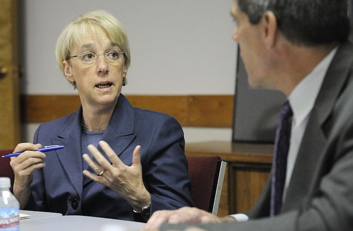 U.S. Sen. Patty Murray, D-Wash., on Thursday asks Roy Johnson, executive director of the Vancouver Housing Authority, about problems faced by homeless veterans.