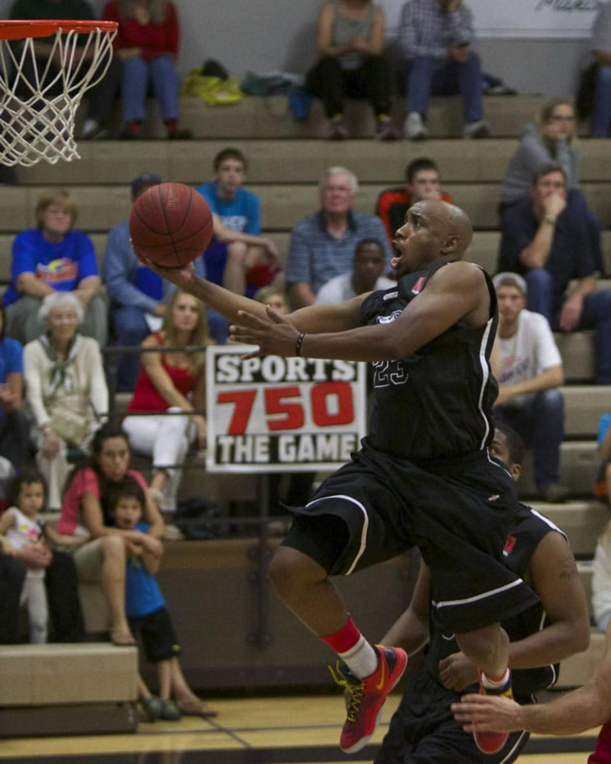 Vancouver Volcanoes guard Andre Murray shoots against the Portland Chinooks.