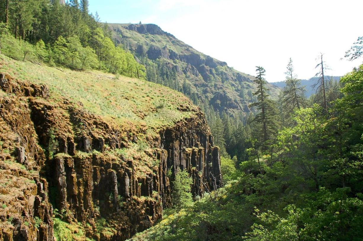 Columbia Land Trust A conservation project led by the Vancouver-based Columbia Land Trust will protect more than 14 square miles u2014 about 9,000 acres u2014 along the Klickitat River. The project area covers a wild and remote part of the Klickitat.