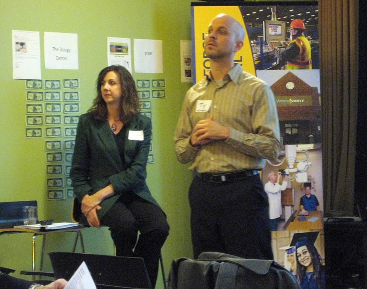 Lynn Elise Farmer, left, coached entrepreneurs on the art of the elevator pitch at PubTalk on Wednesday.