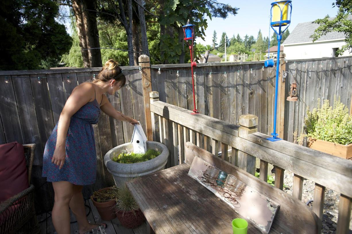 Yard thefts unite neighbors - Columbian com