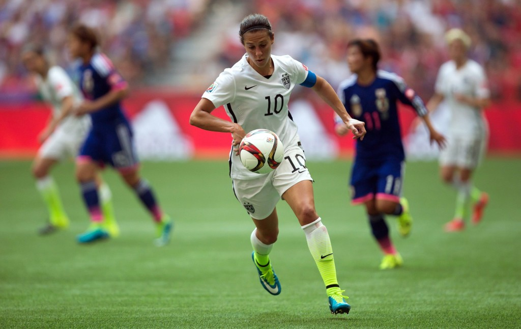 65fe78e9e54 United States  Carli Lloyd (10) chases down the ball during the first half