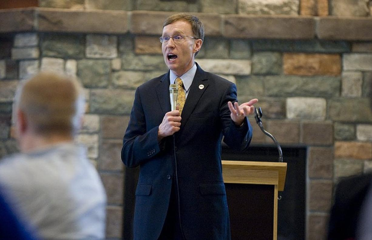 Washington State Attorney General Rob McKenna speaks Thursday at the Battle Ground Chamber of Commerce.
