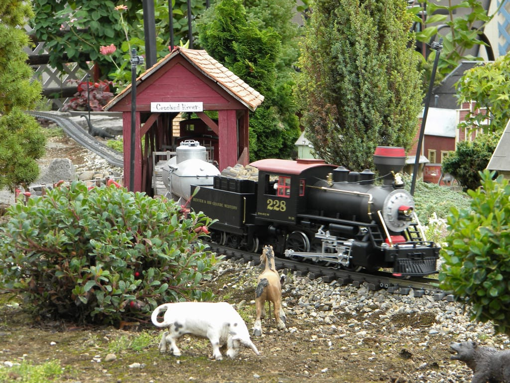 Backyard Train bits 'n' pieces: backyard railroad a world of its own | the columbian