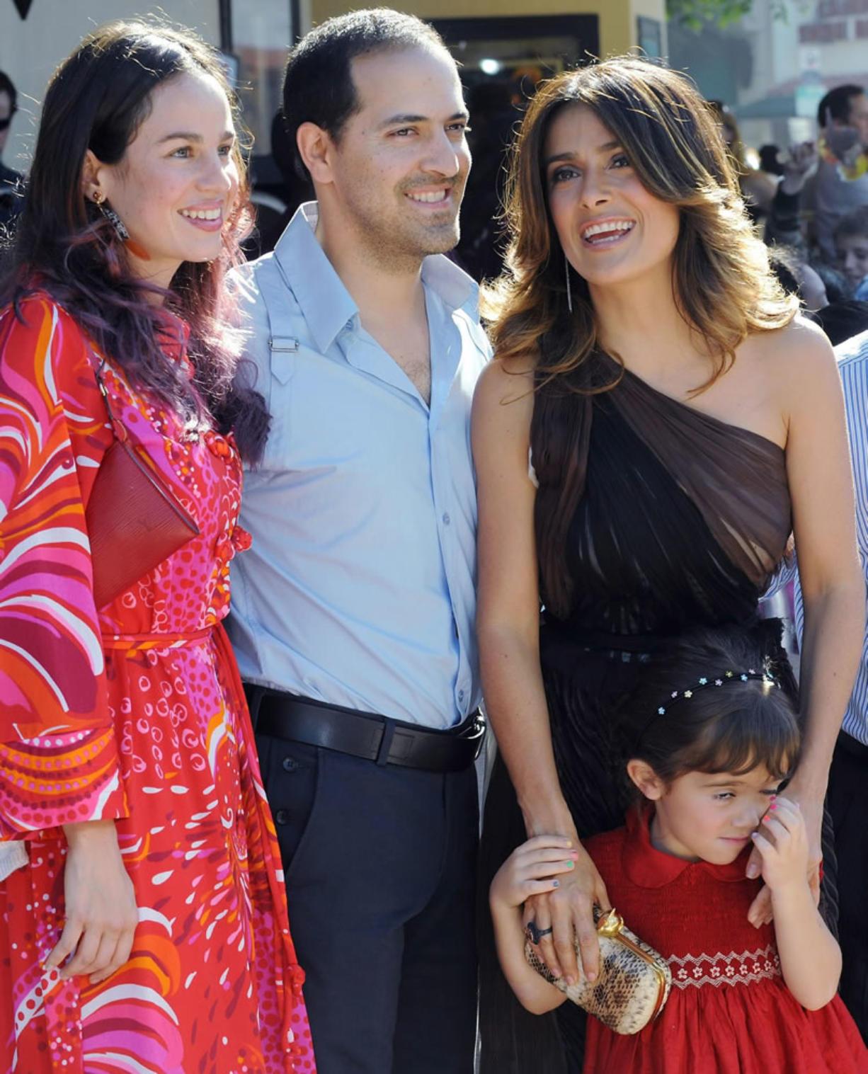Crash hurts Salma Hayek's brother, kills passenger