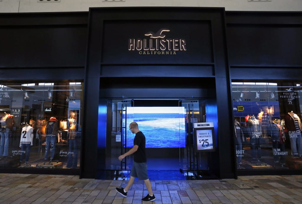 Hollister to remove steps from store entrances | The Columbian