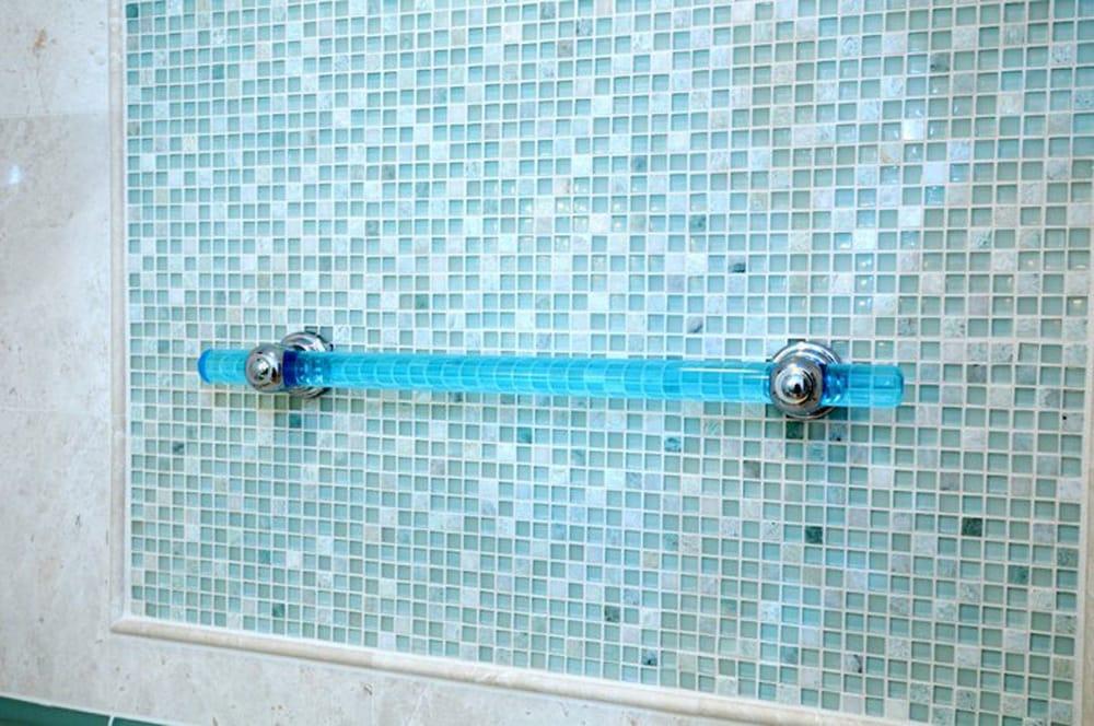 Charmant Best Bath Systems Best Bath Systems Makes A Great Grabz Horizon Aquarium  Acrylic Grab Bar With