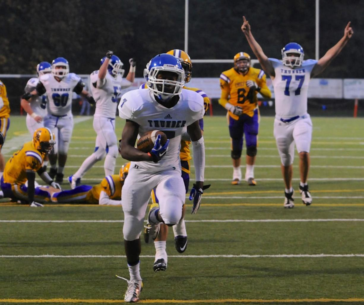 Mountain View's Nicholas Wright (7) runs in a touchdown against Columbia River on Friday. It was one of four TDs for Wright in the 34-28 win.