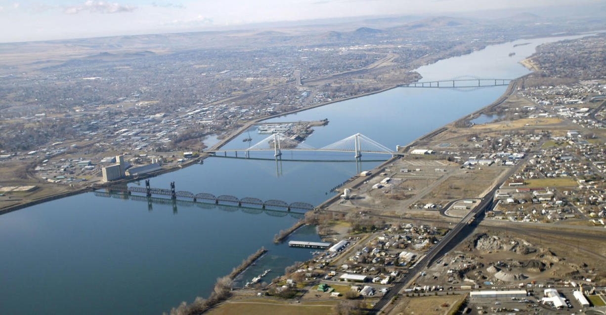 Tri-City Herald An aerial view of the Columbia River and the cable and blue bridges that span it and link the cities of Kennewick and Pasco in Washington. Scientific models predict that rising temperatures will reduce the snowpack and glacier mass in nearby mountains, resulting in less water for the 1,243-mile-long Columbia River.