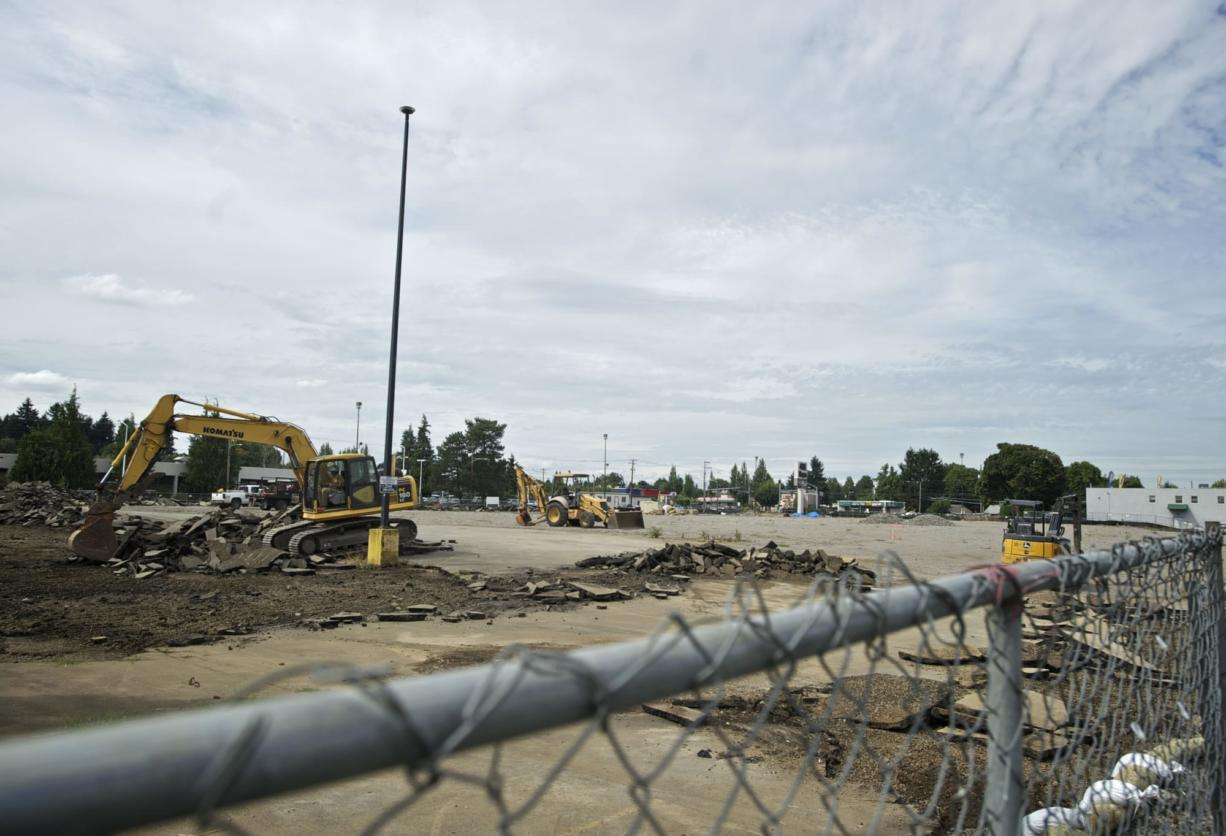 Wal-Mart digs in at Freddie's site - Columbian com