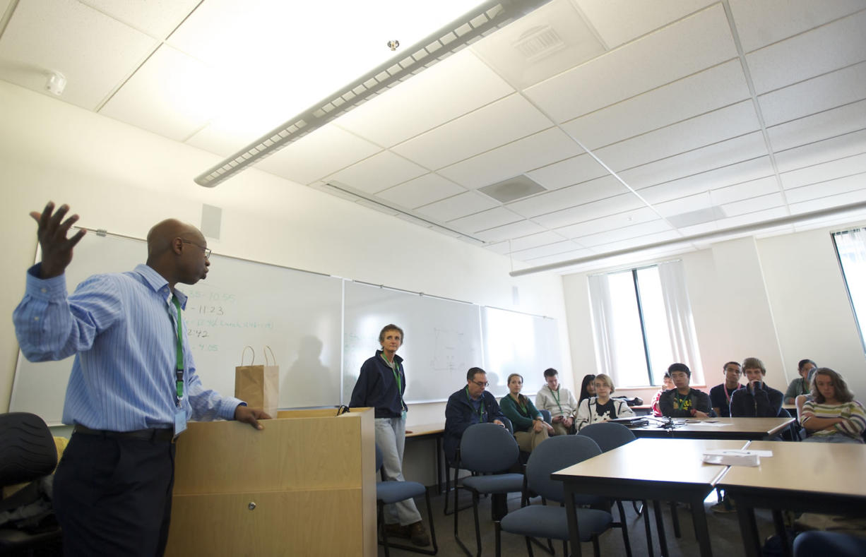 Bonneville Power Administration electrical engineer Ayo Idowu talks to a group of ninth-graders at Vancouver iTech Preparatory in October 2012 about a career in engineering with the BPA.