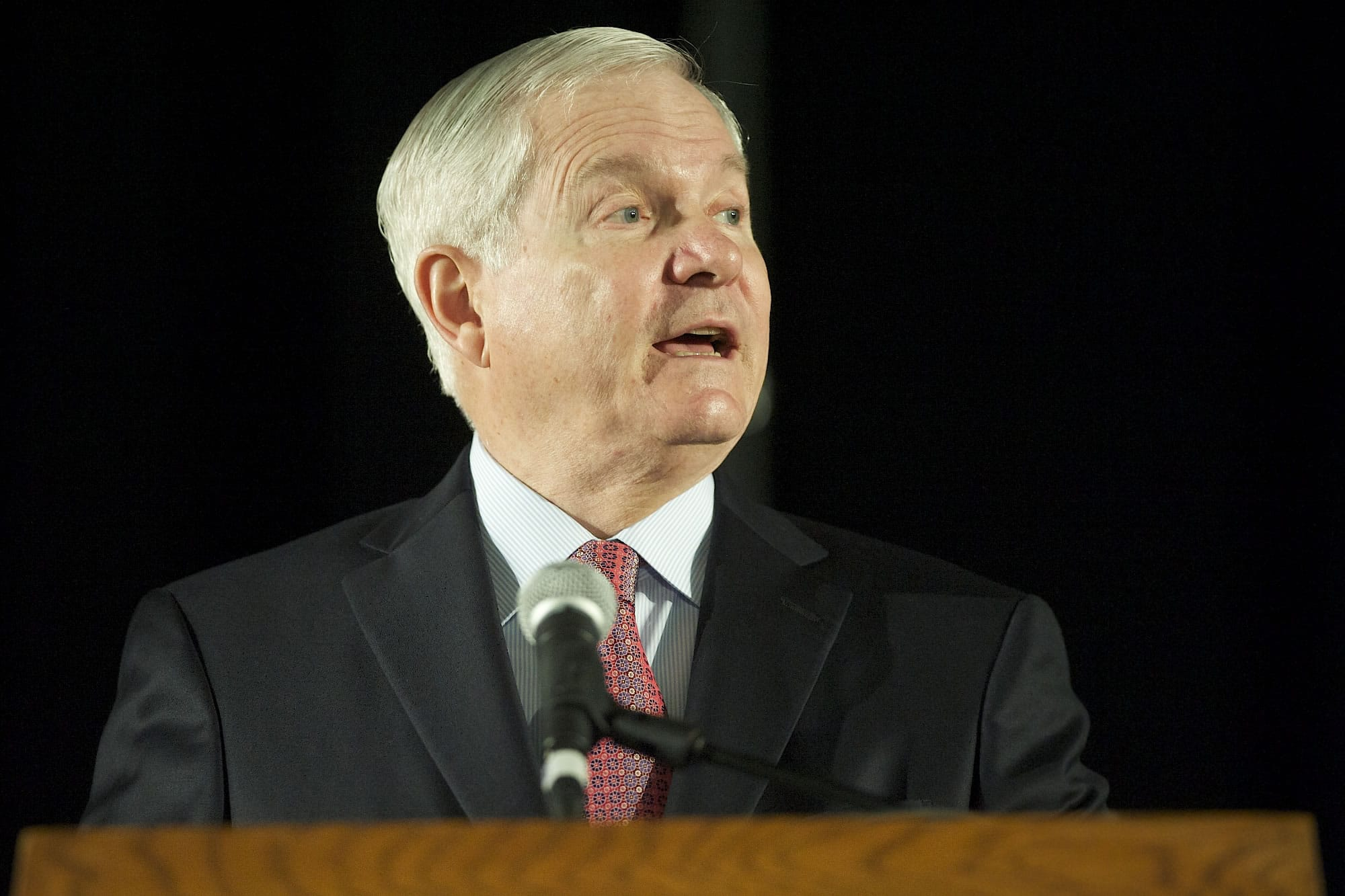 """Robert Gates tells local students that there is a place for teamwork, but at some point, """"You will be called upon to stand alone and do what's right."""""""