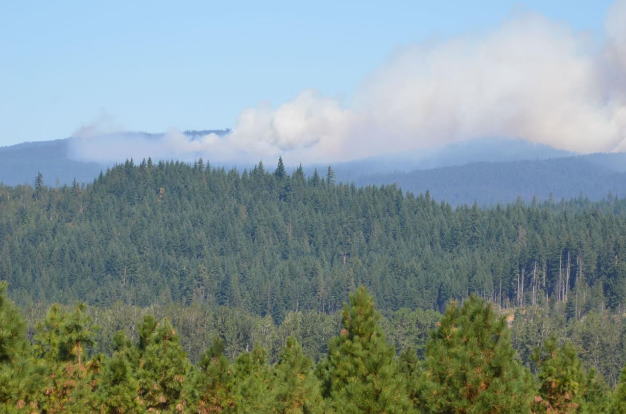 Fire Sunday evening is burning more than 500 acres on the southern flank of Mount Adams.