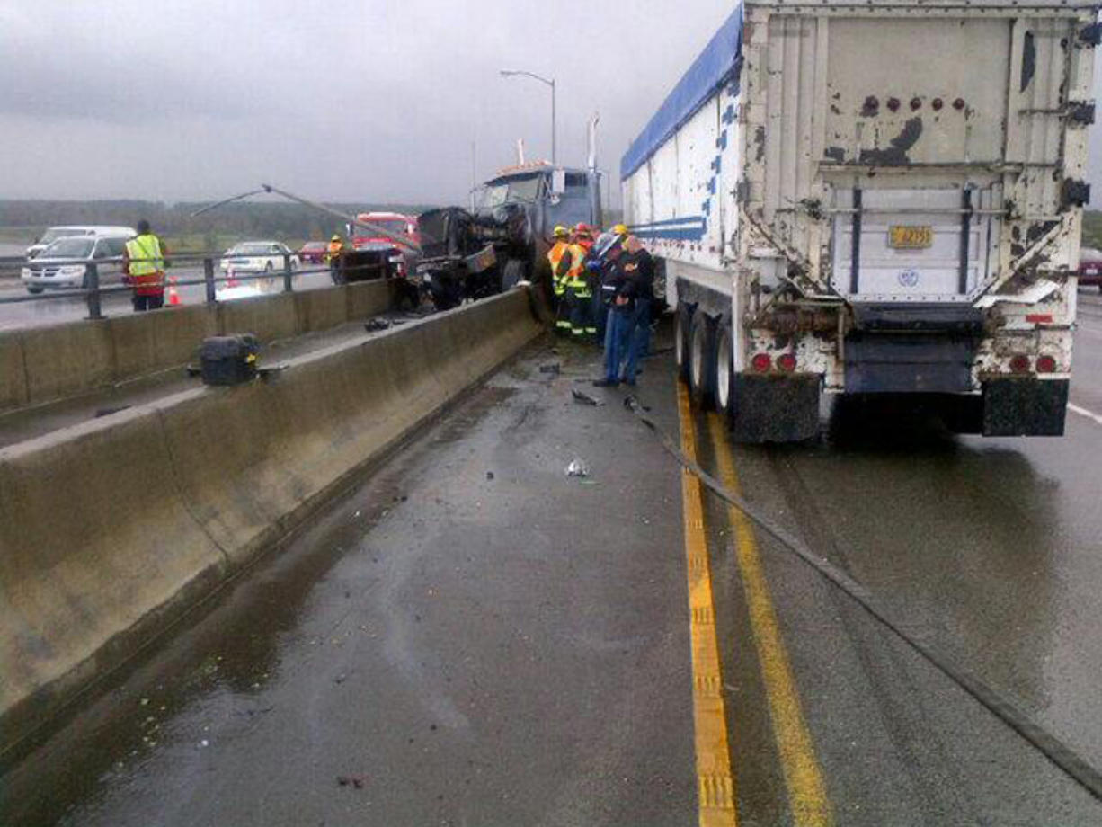 I-205 accident causes lingering traffic woes - Columbian com