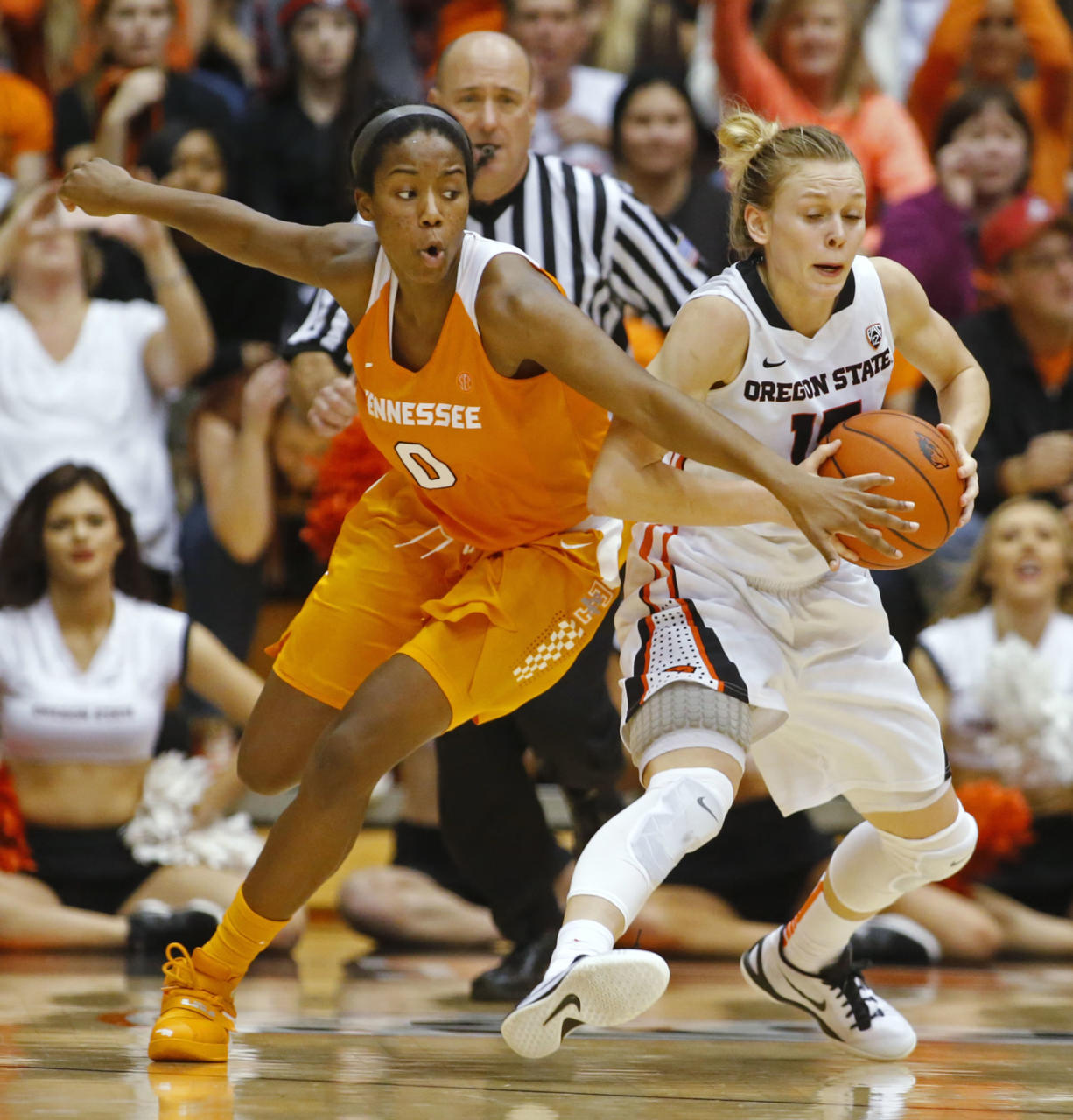 Oregon State's Jamie Weisner, right, protects the ball from Tennessee's Jordan Reynolds during the second half of an NCAA college basketball game in Corvallis, Ore., on Saturday, Dec. 19, 2015. Tennessee won 53-50. (AP Photo/Timothy J.