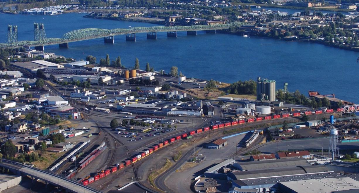 The Interstate 5 Bridge in 2005, looking southeast toward Portland.  ---