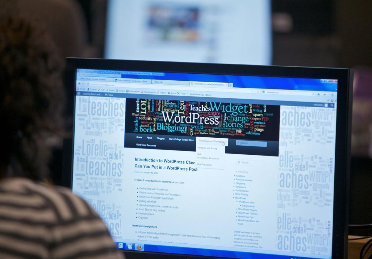 Students start designing a blog during a new WordPress class at Clark College.