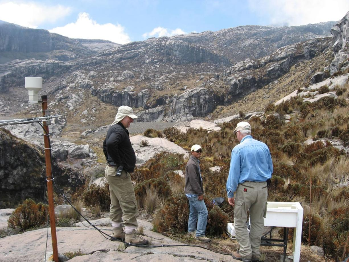 Cascades Volcano Observatory Vancouver scientist Andy Lockhart recently traveled to Colombia to help authorities there monitor Nevado del Ruiz, a volcano that had been showing signs of unrest.