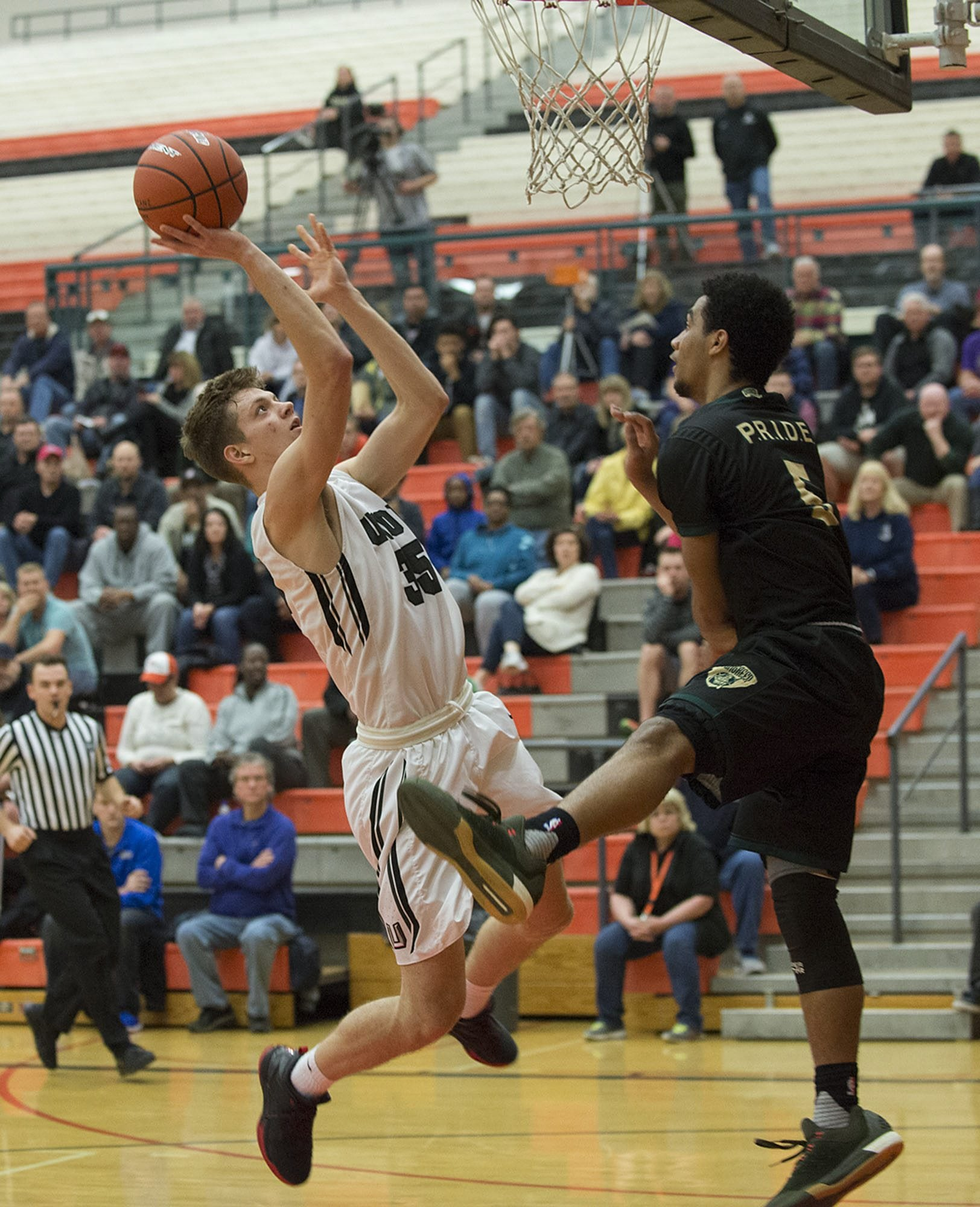 Union's Denis Kirichenko (35) looks to the hoop against Evergreen's Greg Washington (5) in the second quarter Tuesday evening, Feb. 16, 2016 at Battle Ground High School.