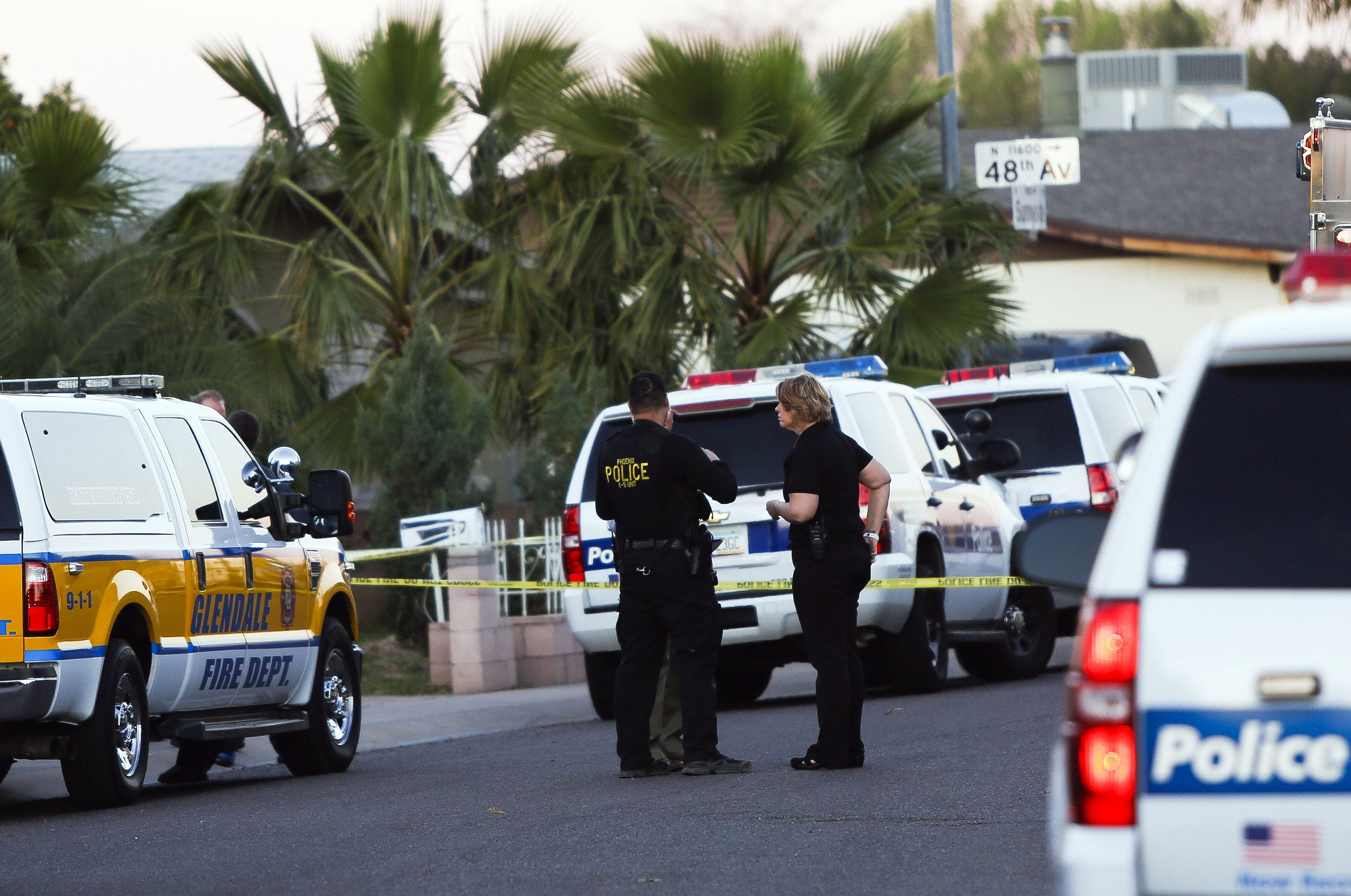 Phoenix police face bullets from shooter who killed family