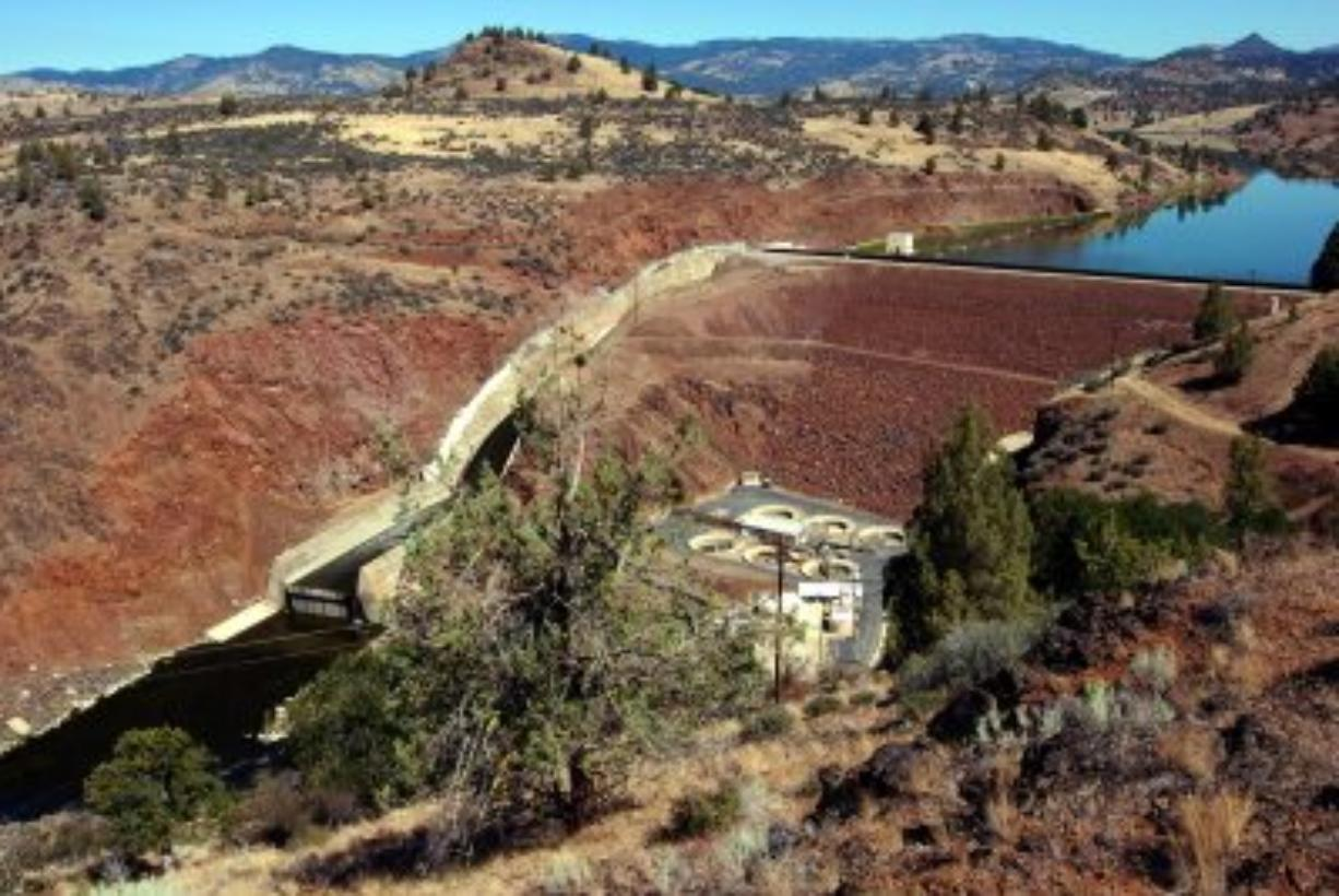 Iron Gate Dam spanning the Klamath River near Hornbrook, Calif. Officials from Oregon, California and the Obama administration are preparing to sign an agreement pledging to seek permission to tear down four hydroelectric dams that are blamed for killing fish and blocking their migration.