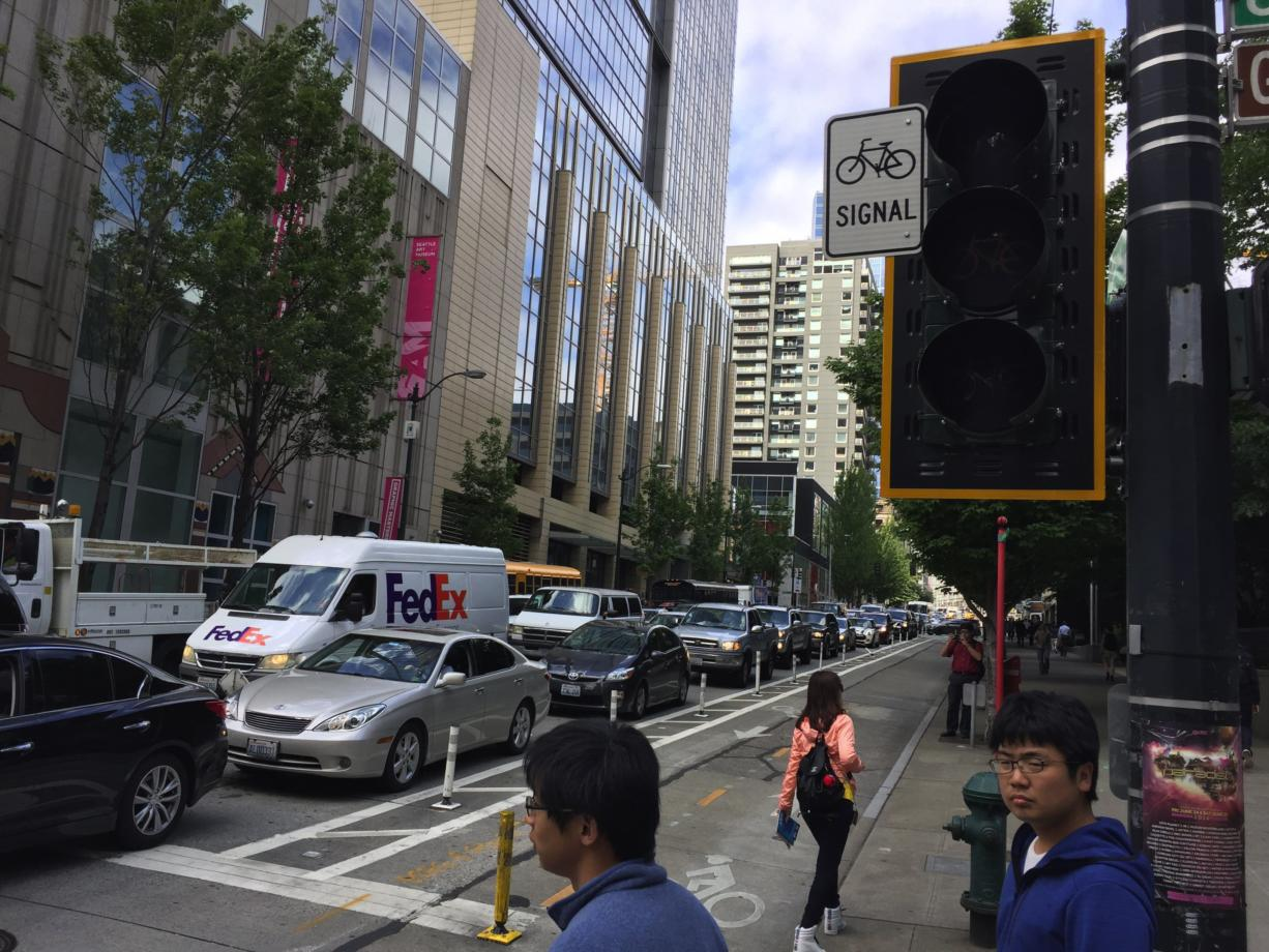 Large power outage darkens Seattle downtown core - Columbian com