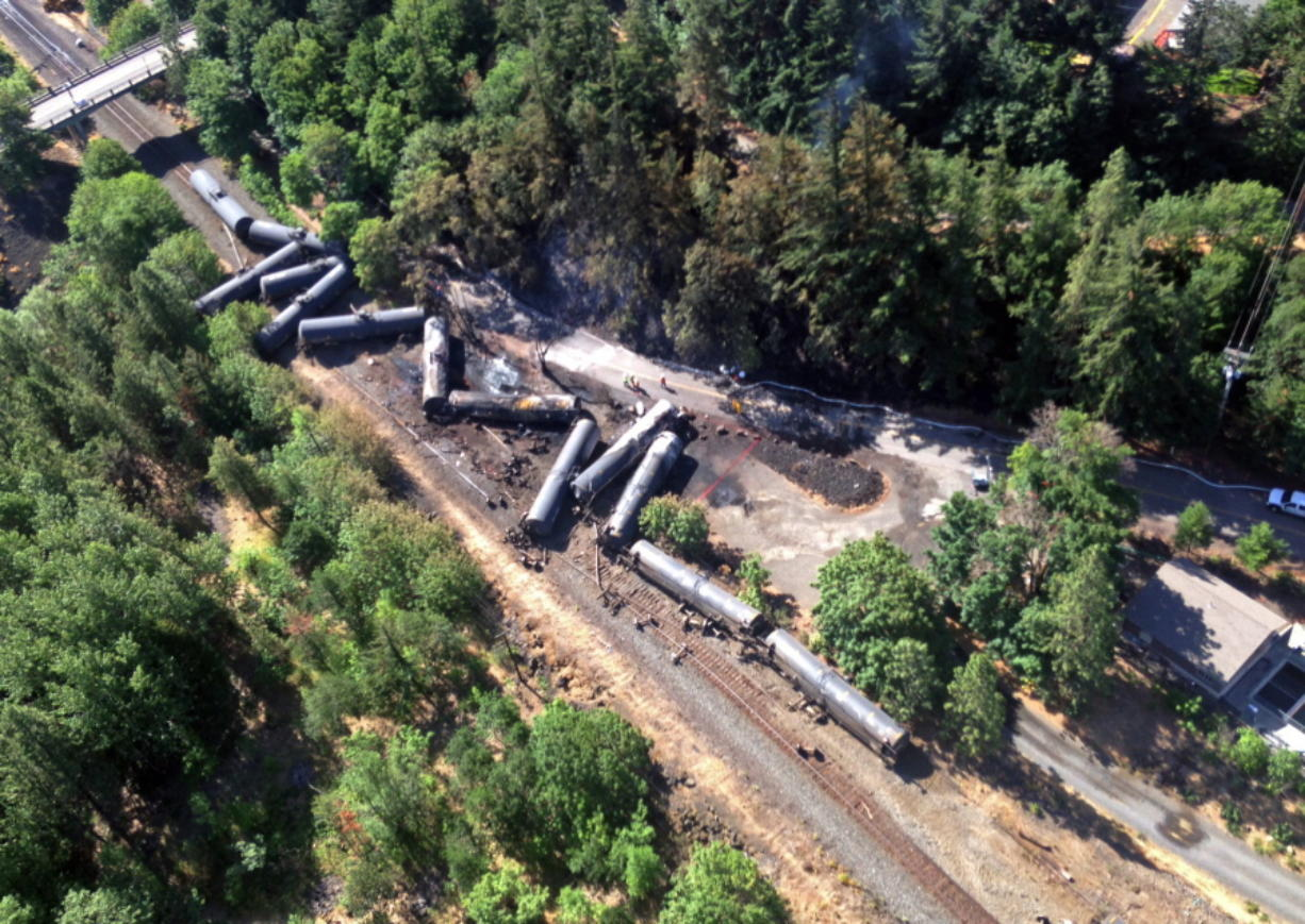 Railroad: Broken bolt caused oil train derailment