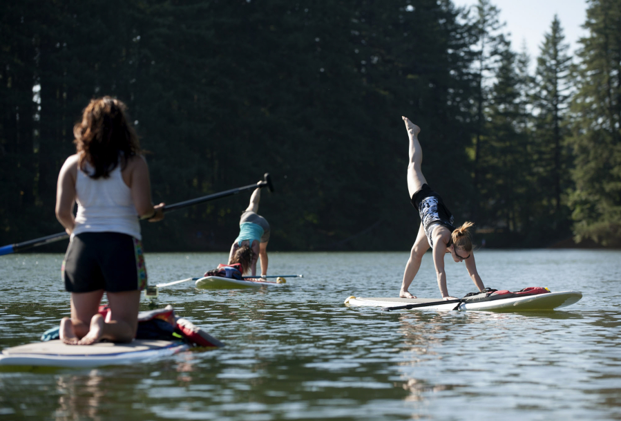 Stand Up Paddleboarding Suddenly Goes >> Go With The Flow Of Stand Up Paddleboard Yoga The Columbian