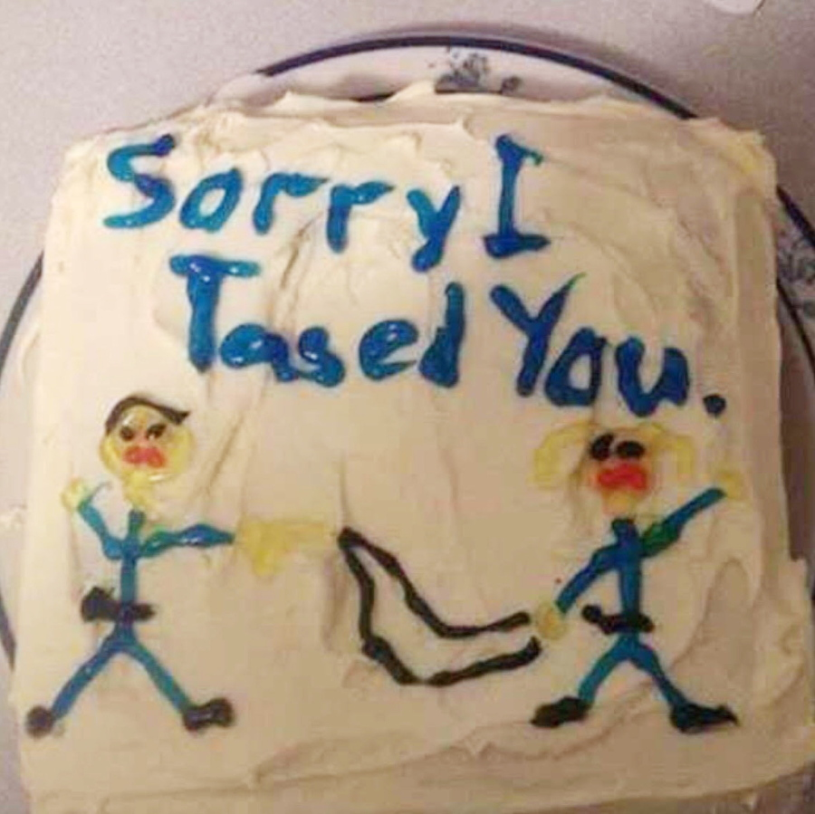 Sorry I Tased You Cake Doesnt Cut It For Florida Woman The Columbian