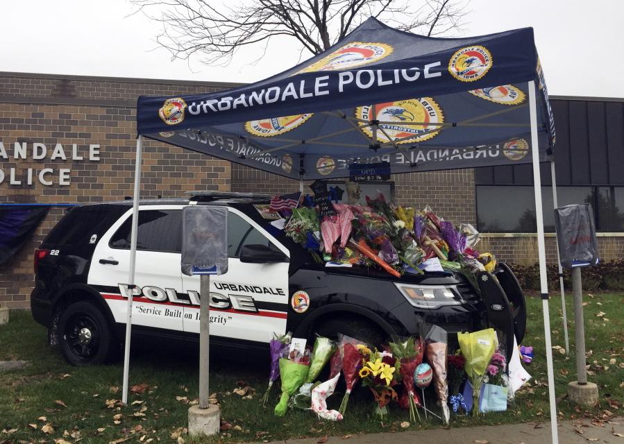 Accused Iowa cop killer hit, exploited mother - Columbian com
