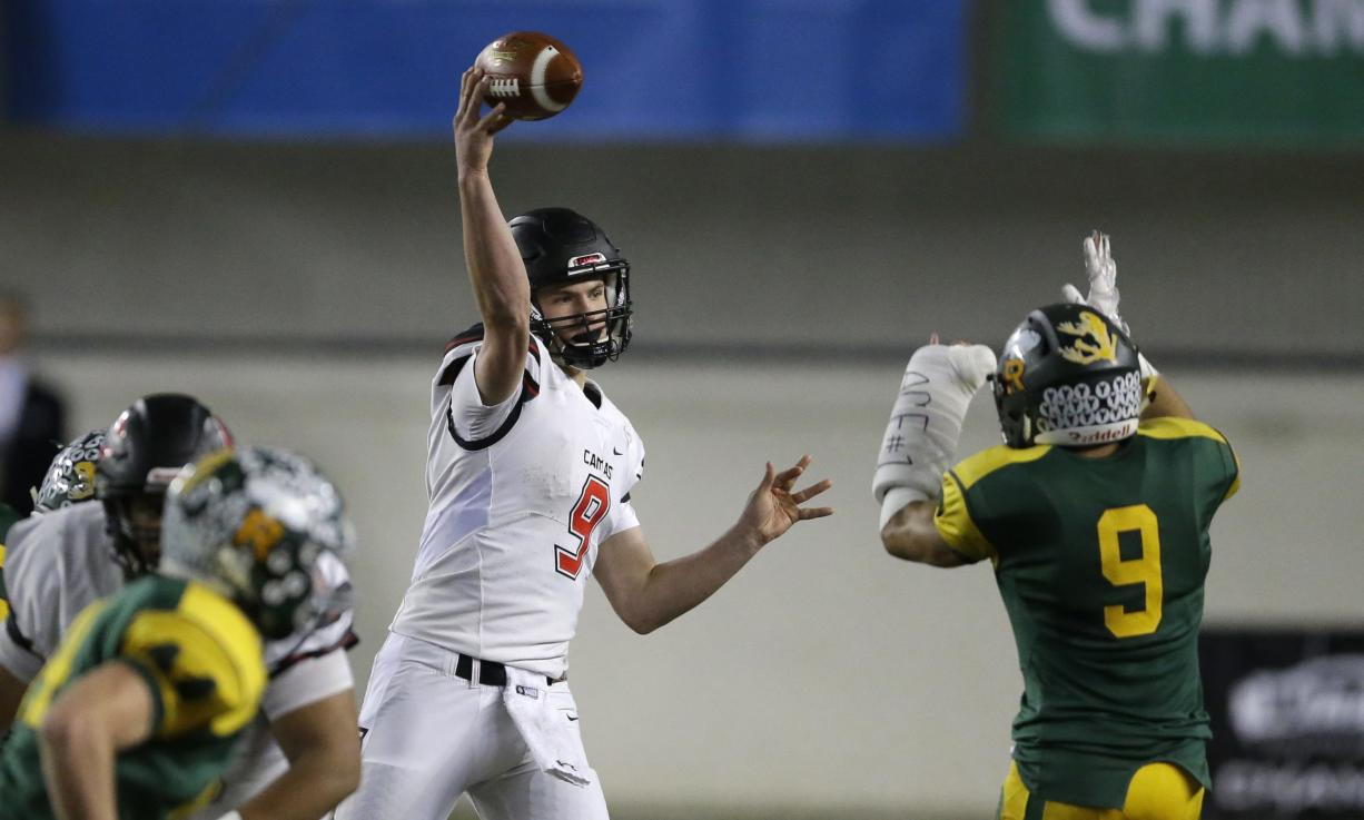 Camas quarterback Jack Colletto passes under pressure from Richland defensive back Kyle Kirby, right, in the first half of the Washington Div. 4A high school football championship, Saturday, Dec. 3, 2016, in Tacoma, Wash. (AP Photo/Ted S.