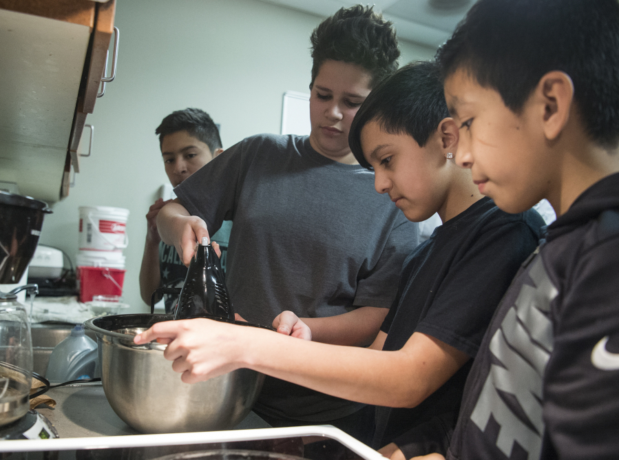 06e0c9d914b Sixth-graders Eduardo Santos, left, Enrique Valdez Meza and Eduardo  Castellon use an