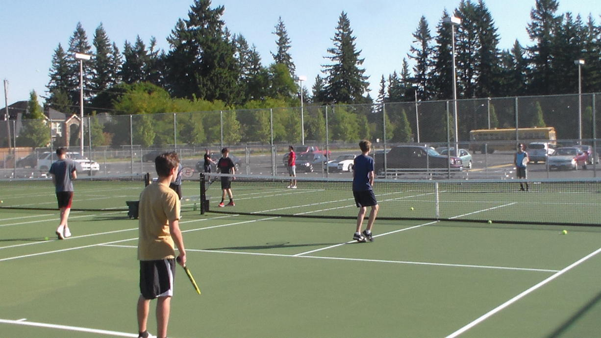 The Evergreen tennis team on the practice court (Tim Martinez/The Columbian)