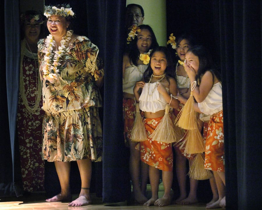 2b841b599bed Deva Yamashiro, left, with the Kukui Foundation, and young students, from  left