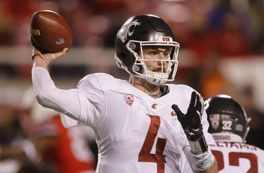 Washington State quarterback Luke Falk (4) passes the ball against Utah in  the second 969c8d60b