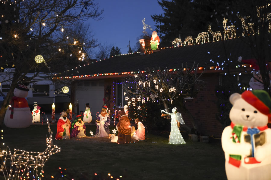 The Amies Home At 11001 N E 11th Ave In Vancouver Is Bedecked With Christmas Lights