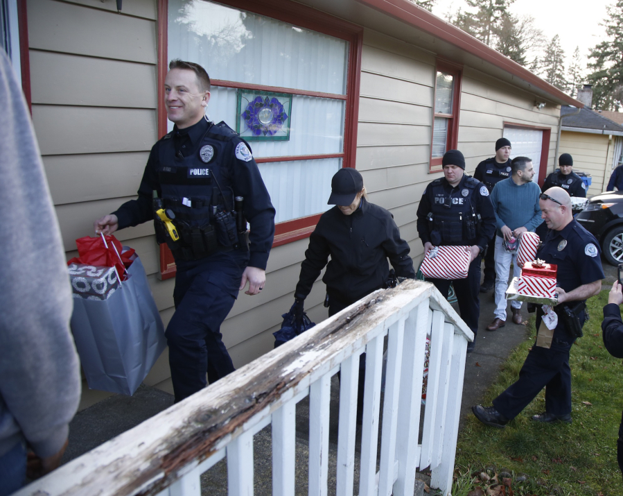 vancouver police make a surprise delivery of donated gifts saturday to the home of nicole cole - Christmas Gifts For Police Officers
