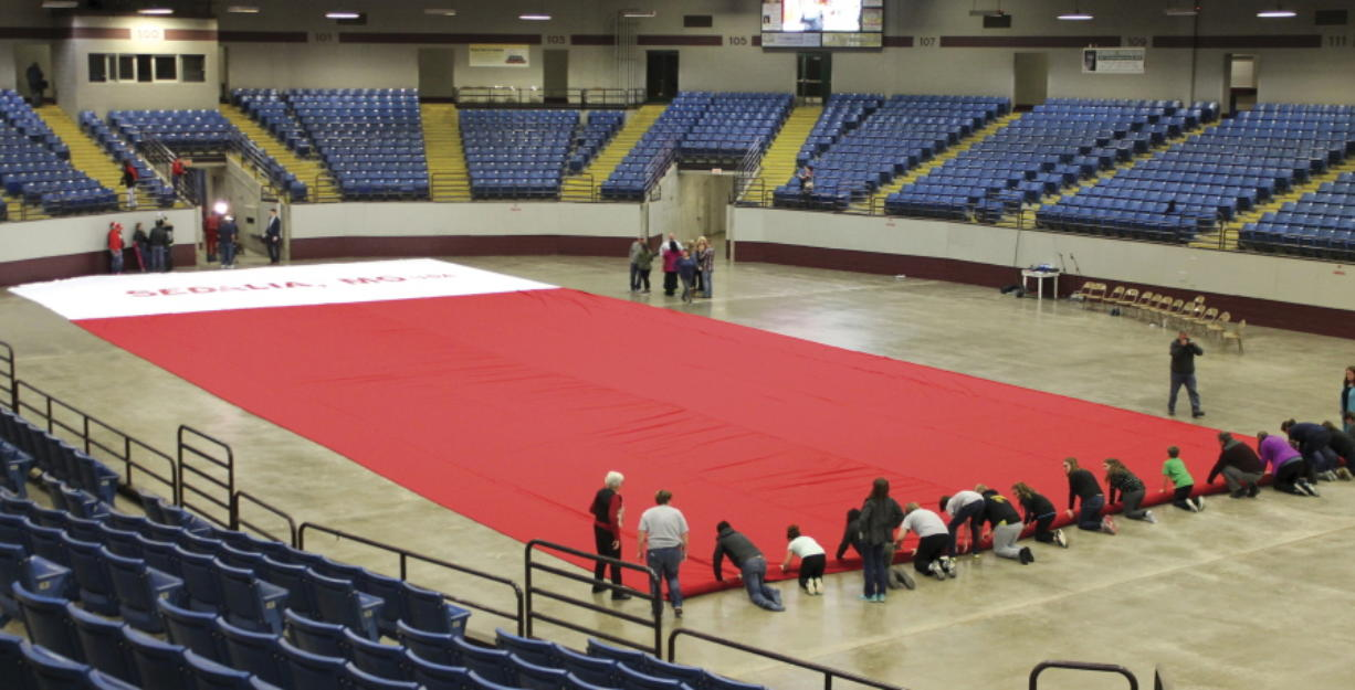 Missouri tries for world's largest Christmas stocking record