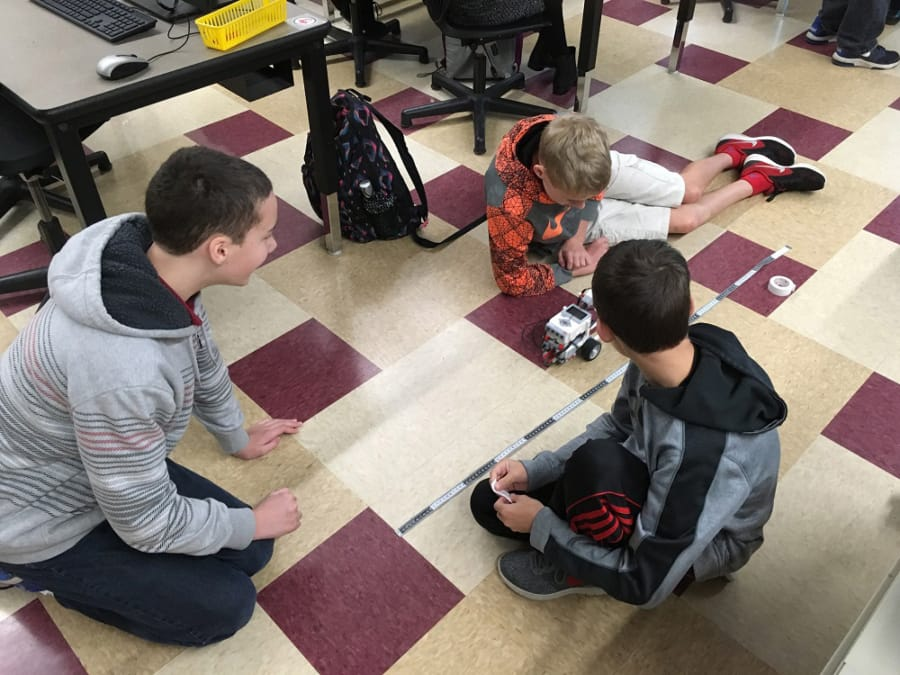 Battle Ground Students Learn Programming In Robotics Class The