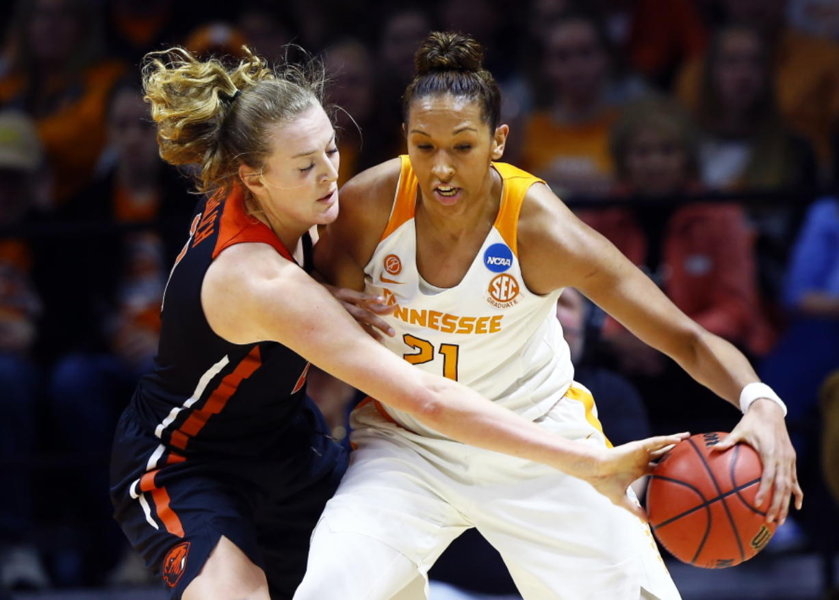 Oregon State hands Tennessee its first home loss in women's