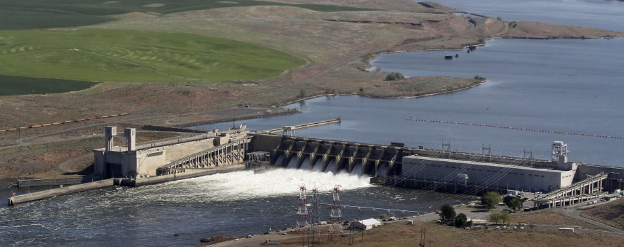 The Ice Harbor Dam on the Snake River is seen from the air near Pasco in 2013.