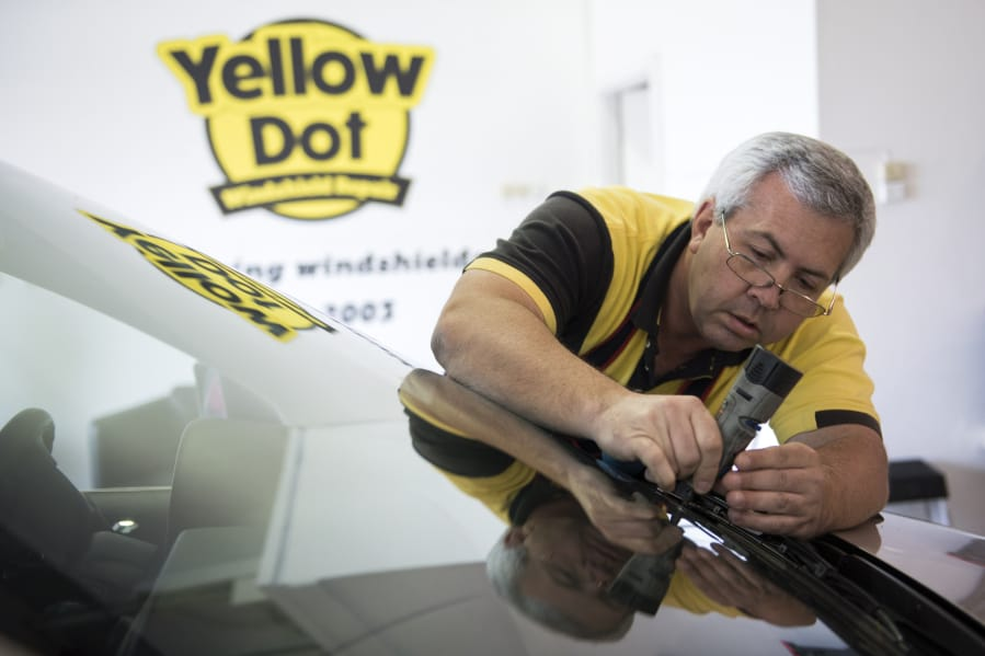 Working in clark county steve harmon owner yellow dot windshield steve harmon owner of yellow dot windshield repair prepares a chip for repair at solutioingenieria Image collections