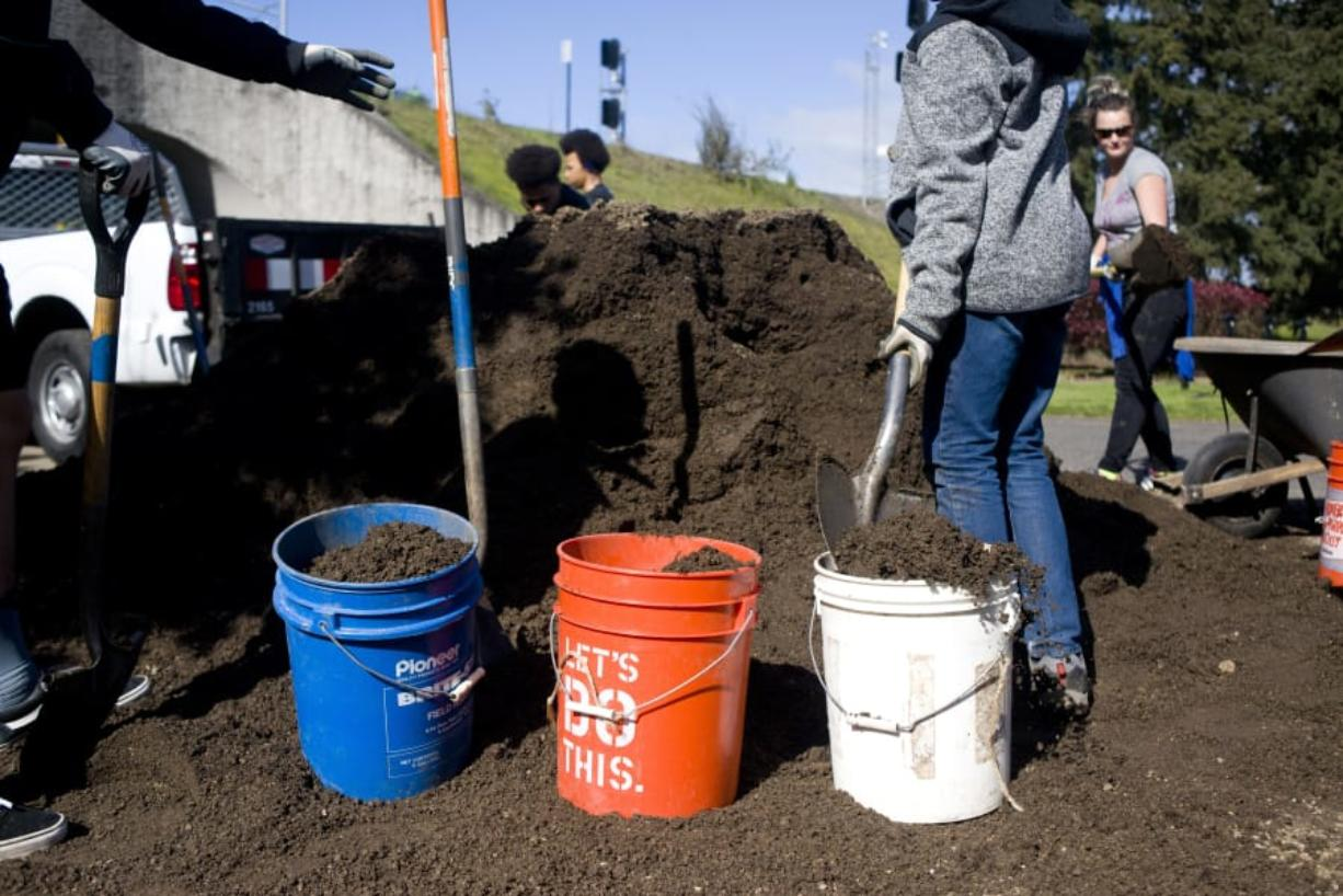 On Earth Day, volunteers worked with officials from the Confluence Project and the National Park Service to spread mulch and pull weeds on the Land Bridge that connects Fort Vancouver and the Columbia River waterfront.