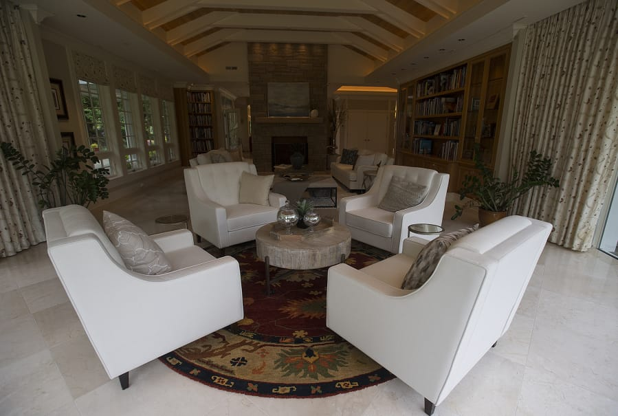 The Living Room Of The Estate Once Belonging To Ed And Dollie Lynch. The  12,000