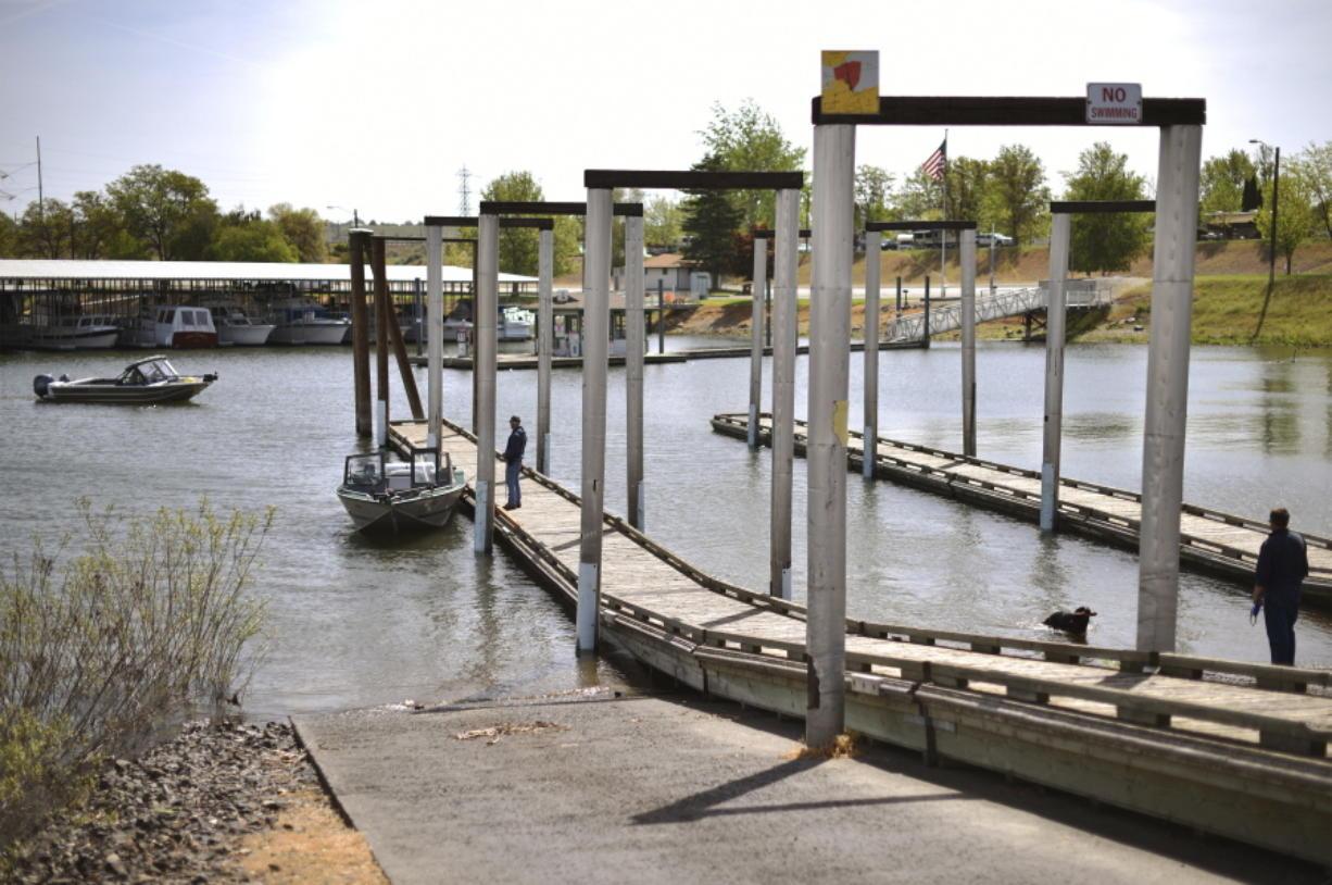 Umatilla residents seek to regain shoreline land - Columbian com
