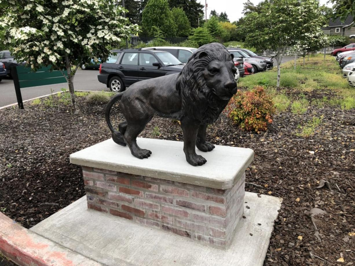 Fort Vancouver Lions Club Donates Lion Statue To School For