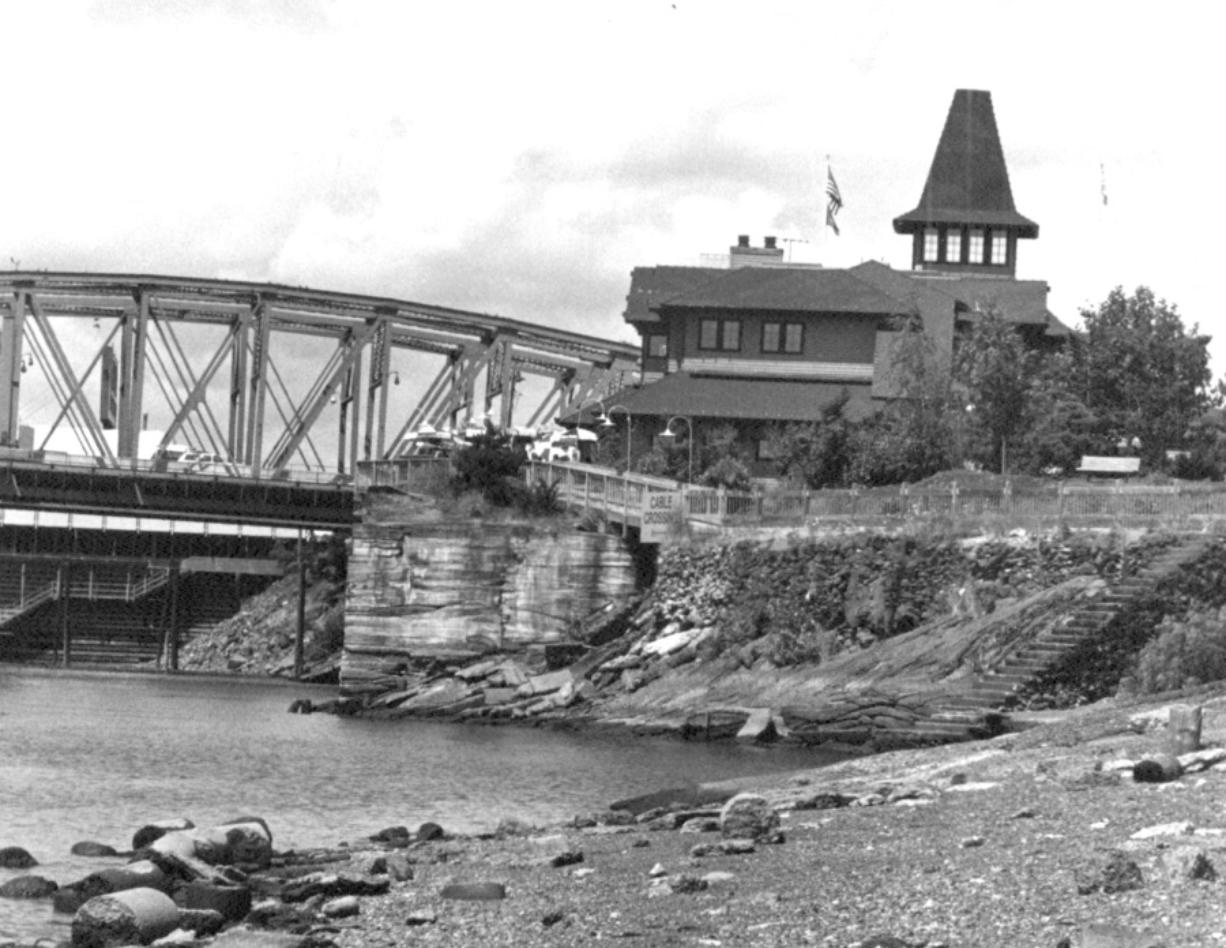 Along the Columbia River waterfront in 1987. The building that would become Who Song & Larry's is in the background, with the stairs visible off to the right.