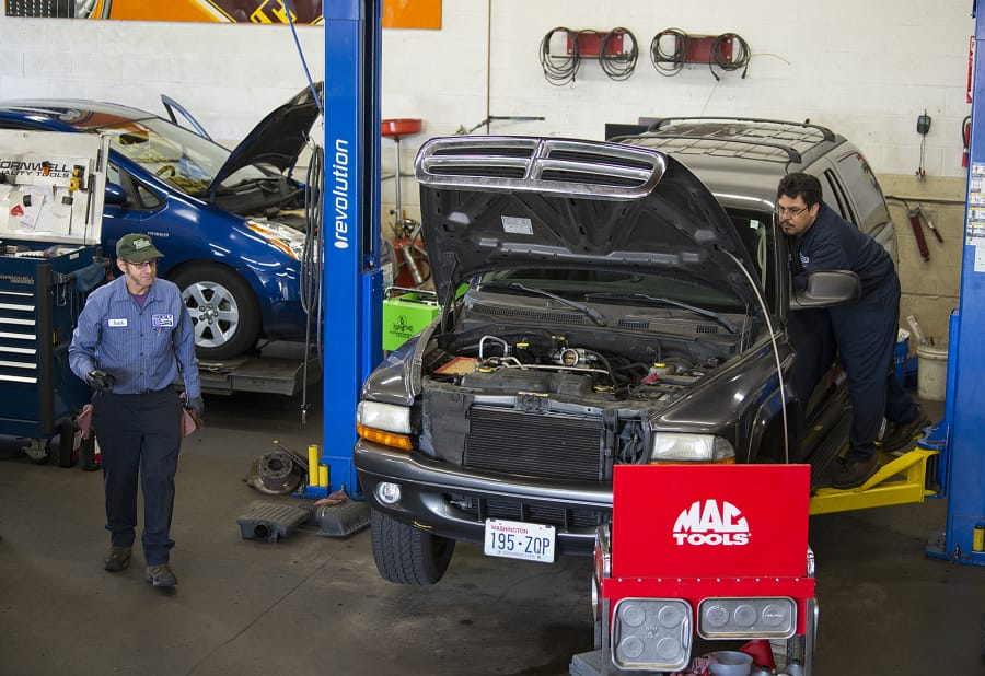 Port of vancouvers orange sells auto repair business the columbian left butch brawner of hoesly eco automotive left and colleague fernando sanchez work solutioingenieria Image collections